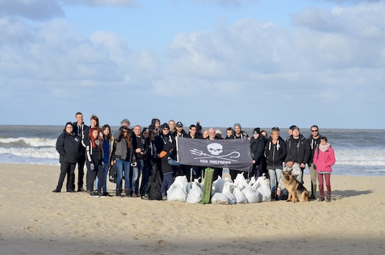 beach clean up Blankenberge